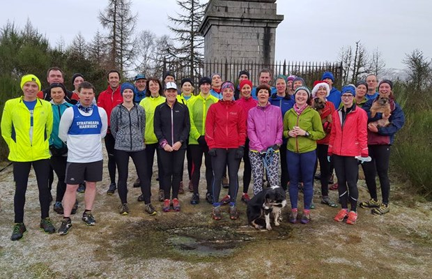 Harriers New Year's Day run, Melville Monument.jpg