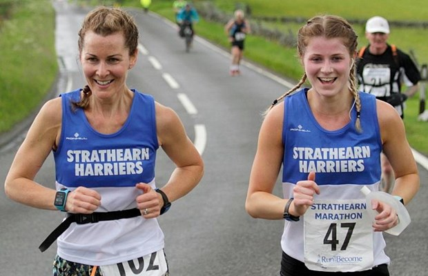 Two happy Harriers on the Strathearn Marathon (© Gordon Donnachie)