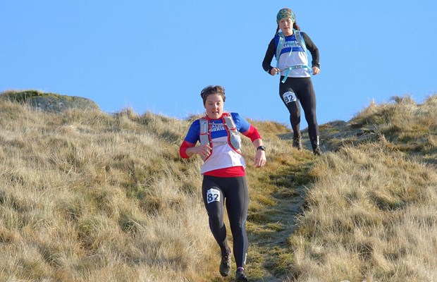 Emily and Rhian hurtling down Leg 2 at the Devil's Burdens (© Gordon Donnachie)